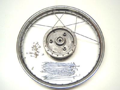 Simson Rad einspeichen und zentrieren